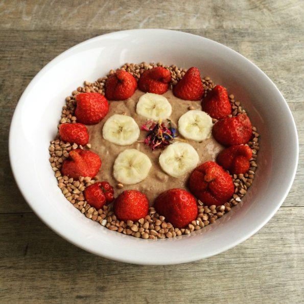 Les fraises, la banane et le sarrasin grillé sur la version chocolatée, pour un réveil gourmand